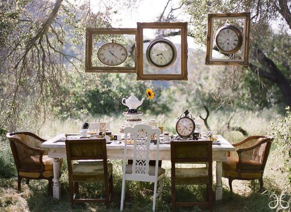 Gorgeous outdoor dining and a wonderful way to use clocks for an Alice in Wonderland feel.