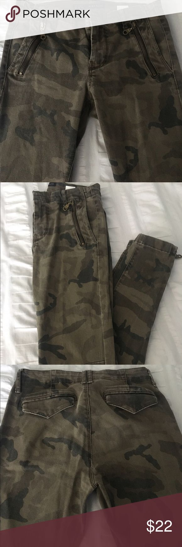 Zara Basic collection woman's camouflage  jeans Zara Basic Collection- woman's camouflage print jeans with side zip detail at the ankle. Very comfortable. Soft fabric. Has the faded look. No signs of wear. Zara Jeans Skinny