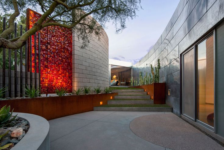 mayme kratz / resin gabion wall at the hummingbird house, paradise valley…