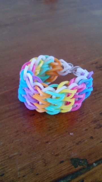 Rainbow Loom armband. Gemaakt door een KG Loomparty fan :)