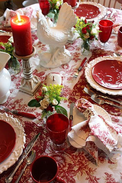 Lovely Red & White Setting: Rose, Roosters, Table Setting, French Country, Country Tables Sets, Toile Tables, Red Tablescapes, Red Cloth, Christmas Tablescapes