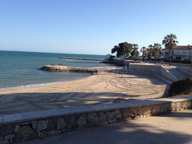 Apartamentos Ornis, en la playa del Capri, ofrece la ventaja de disponer de un largo litoral de playas de arena en un espacio con poca densidad humana. Esto supone que dificilmente las playas lleguen a saturarse de publico.