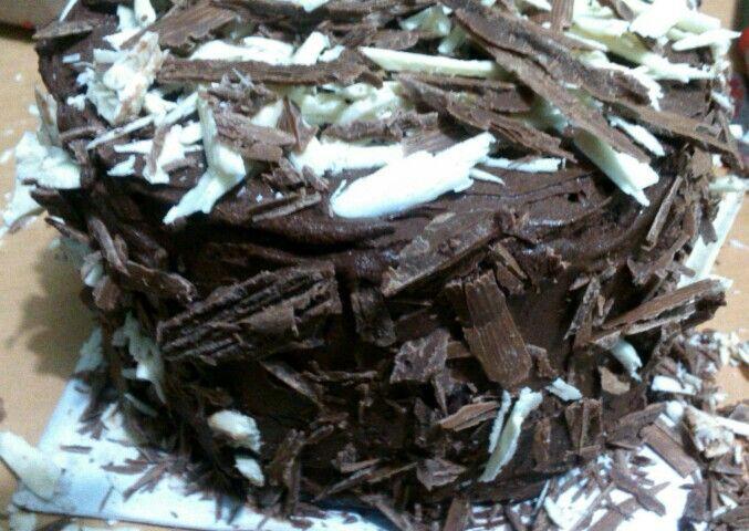 The Chocolate Nest Cake #chocolate #cake #ganache #dark #milk #white #ZuckerAmor