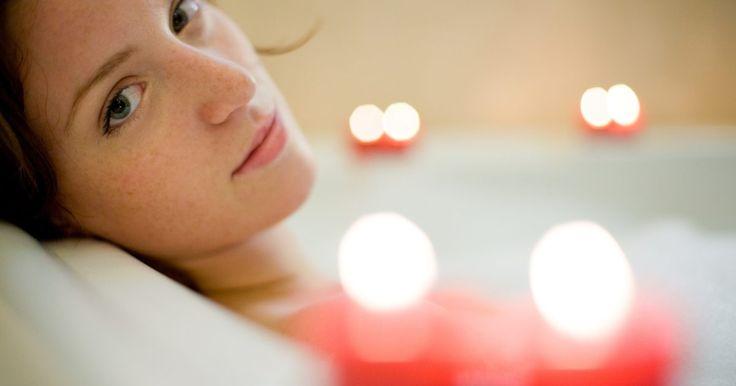 Cómo aliviar el dolor con la sal de Epsom. ¿Sufres por exceso de trabajo y cansancio en los músculos? Alivia tu dolor en un relajante baño caliente mezclando sulfato de magnesio, conocido comúnmente como sal de Epsom. El compuesto de sales funciona sacando los desechos químicos del cuerpo, aumentando el flujo sanguíneo y extrayendo ácidos, minerales y subproductos de la energía atrapada en ...