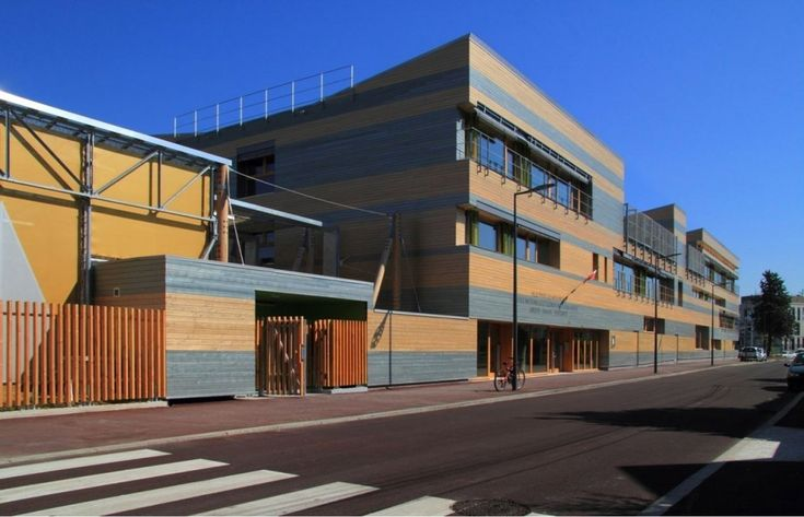 Urban Strawbale: School Louise Michel in Issy du Moulineaux built with straw bales