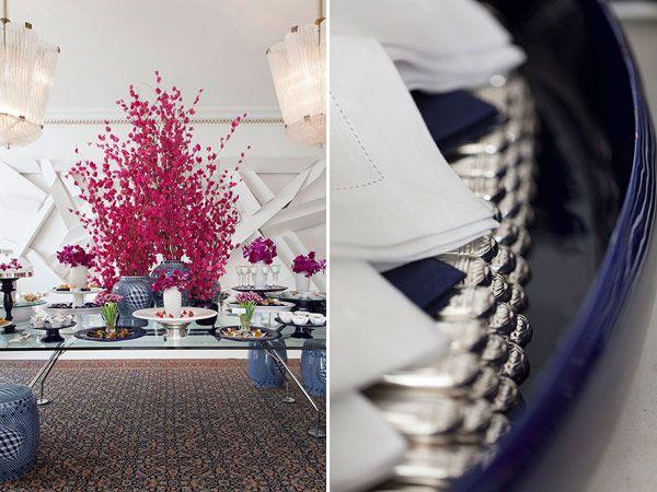 Almoço grego - Mesa buffet decorada em azul, branco e pink ( Buffet: Banqueting | Peças: D. Filipa | Flores: Lucia Milan | Fotos: Julia Ribeiro )