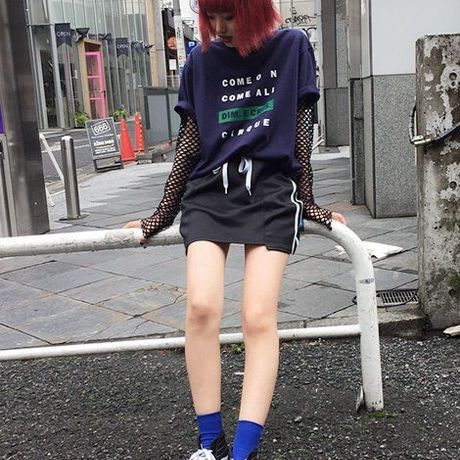 EA0002 【DIM.E.CRES】ボックスロゴTシャツ