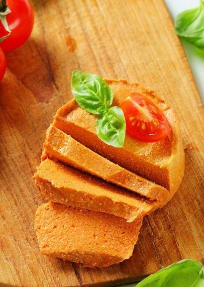 Морковно-миндальный паштет    ИНГРЕДИЕНТЫ:  • 100 г миндаля  • 100 г грецких орешков  • 4 крупные моркови (около 500 г)  • 1 сладкий болгарский перец  • соль – по вкусу     ПРИГОТОВЛЕНИЕ:  1. На 10–12 часов замочите миндаль. Удалите с него шкурку.  2. Все ингредиенты измельчите с помощью кухонного комбайна для получения однородной массы.    Приятного аппетита!    #чистоепитание #адекватноепитание #вегетарианскиерецепты #веган #повегану #едадляжизни #пп #живаяеда #сыроедение #vegan…