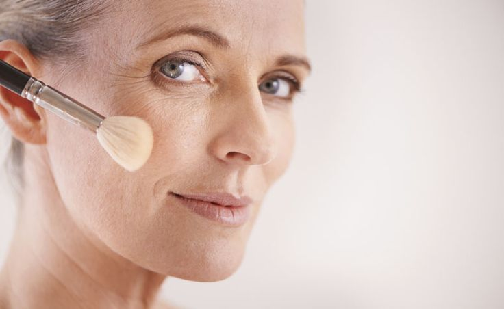 Maquiagem para pele madura. Saiba como hidratar, que produtos escolher, como cuidar e maquiar super bem as peles de mulheres maduras.