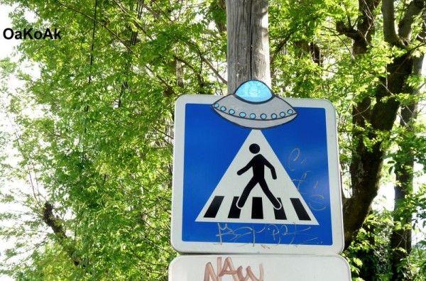 Abducción OVNI en señal de crucero peatonal