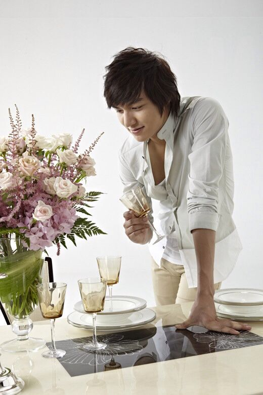 Lee Min Ho for JangIn Furniture 24.02.2012