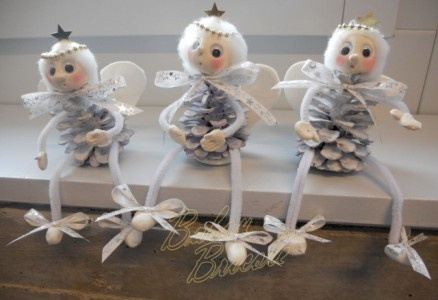 Pinecone angels christmas pinterest - Bricolage noel pomme de pin ...