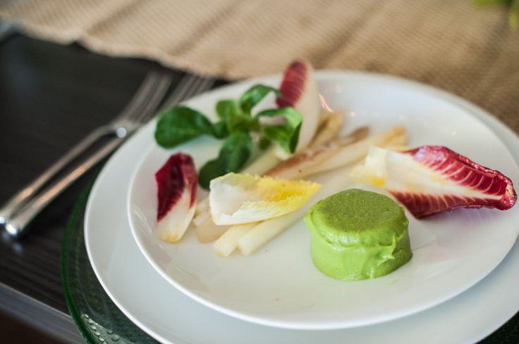 Asparagi Bianchi Salad with Guanciale, Pink Endive, Mâche & Sweet Pea Purée #appetizer #asparagus #whiteasparagus #veggies #recipe