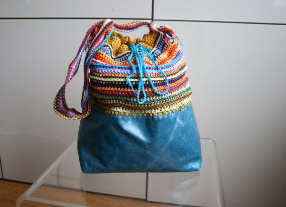Crochet pattern, crochet bag pattern, crochet color bag pattern, boho leather and crochet purse pattern 256 Instant Download  This bucket style bag is a great combo between leather and crochet, the bottom could be made with leather, faux leather, felt or any type of fabric, the crochet top is a great stash buster!. The sample is a small/medium bucket style bag but the pattern is easily adaptable to make the bag in any size, I give explanations to change it's size.  Size: The purse is 12 ...