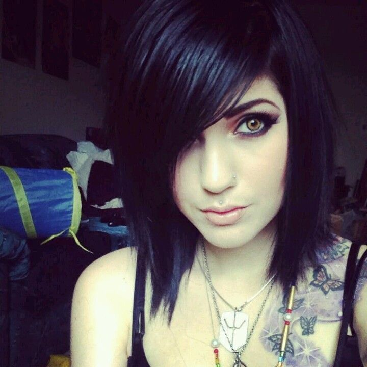 Thinking about cutting my hair a bit shorter, like Leda's hair in this pic then just using extensions. It'd take a LOT less time in the morning. Idk ugh but my mom won't lemme get extensions -.-