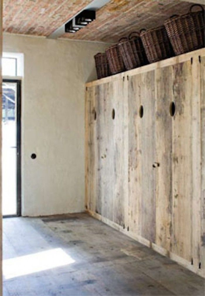 mooie deuren naar de bijkeuken / natte ruimte in de hal