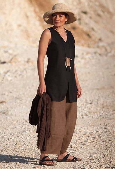 brown linen chambray trousers and black top AMALTHEE summer collection