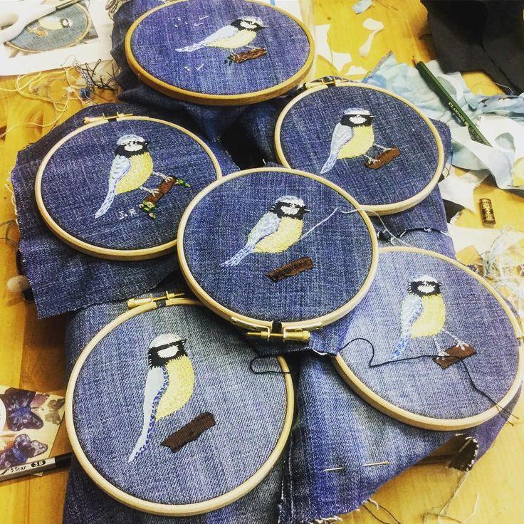 Such a lovely way to spend a morning, hand stitch workshop at @themagpiesnest in Bideford. And there was cake too ! #stitchersofinstagram #handstitched #britishbirds #bideford #craftworkshop #learntostitch #handmade #slowstitching