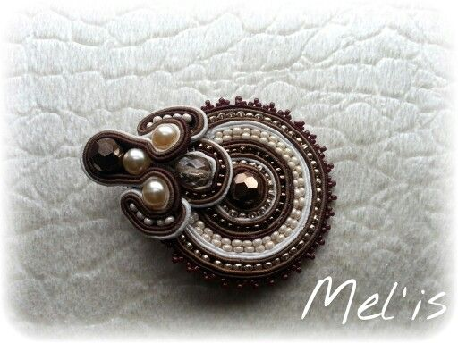 Sutache brooch by Mel'is