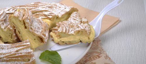 Receita de Coroa de choux com creme de pasteleiro. Descubra como cozinhar Coroa de choux com creme de pasteleiro de maneira prática e deliciosa com a Teleculinaria!