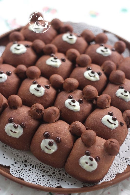 Earlier i saw this type of cute cartoon character bread buns shared in few Japanese Instagram. It inspired me to make some, and now i am addicted to it ^_^. There is so much of fun looking at them and
