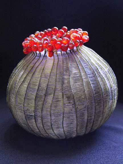 """Red Bubble Coral // Verre soufflé et traité au jet de sable, verre travaillé au chalumeau, tendons artificiels, 16.5 x 16.5 x 16.5cm / Blown glass, flameworked glass, sandblasted, woven artificial sinew, 6.5"""" x 6.5"""" x 6.5"""""""