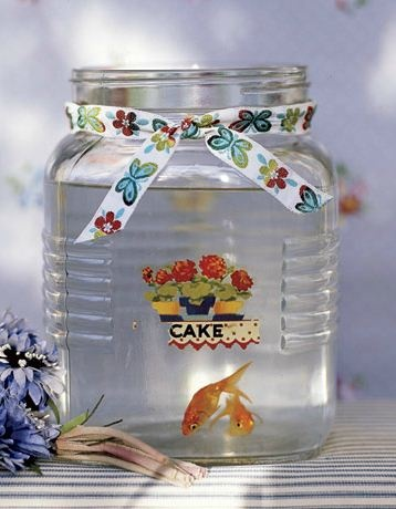 Link to 50 ways to recycle jars... for empty jars collectors like me!