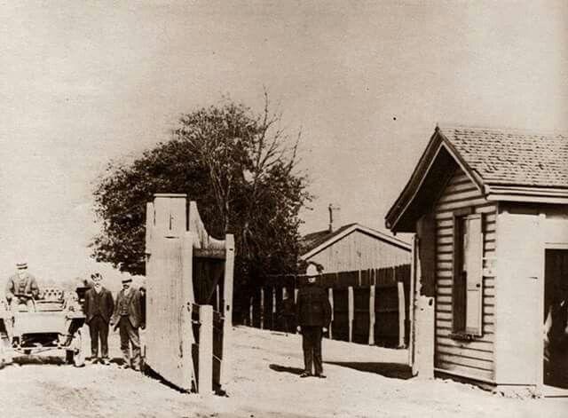 Dufferin gate to CNE c1904
