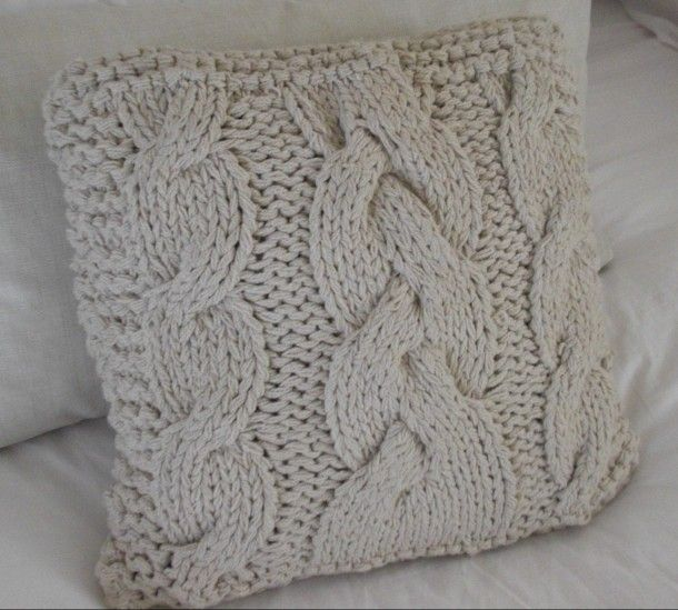 Leuk om zelf te maken | Heerlijke grof gebreid kussen Door soepvanthuis  : Not sure what this says but I think using an old cable sweater into a pillow would be great idea. Especially for those of us who don't knit. Could be a keepsake for reminding you of someone or something special?...