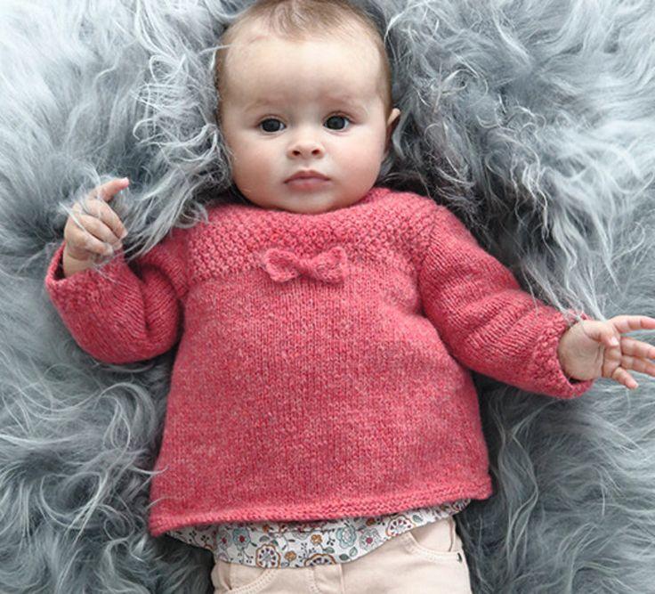 Voici une adorable brassière pour bébé, tricotée en Laine PHIL SOFT + coloris rose grenadine, votre petit coeur s'y sentira tellement bien. Modèle n°13 du mini-catalogue n°659, layette, automne-hiver 2016/2017