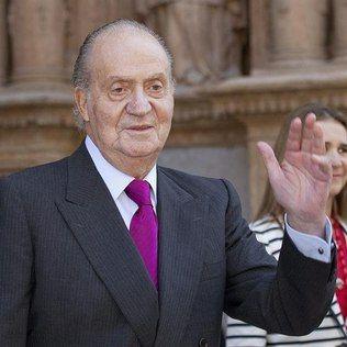 rei da espanha caça elefantes na africa enquento espanhois sofrem com crise economica..   REI DA ESPANHA É UM PARASITA