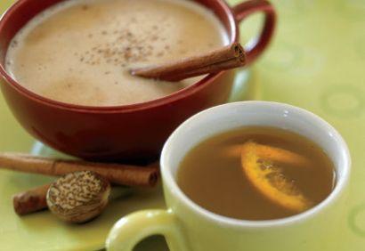 Rhum chaud au beurre et thé épicé à la poire
