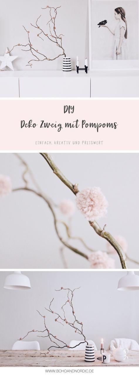 DIY Deko mit Pompoms - Deko Zweig mit Bommeln selber machen - Wohnaccessoires Einfach und günstig basteln. DIY Dekorationen Kreative Bastel Ideen und Anleitungen