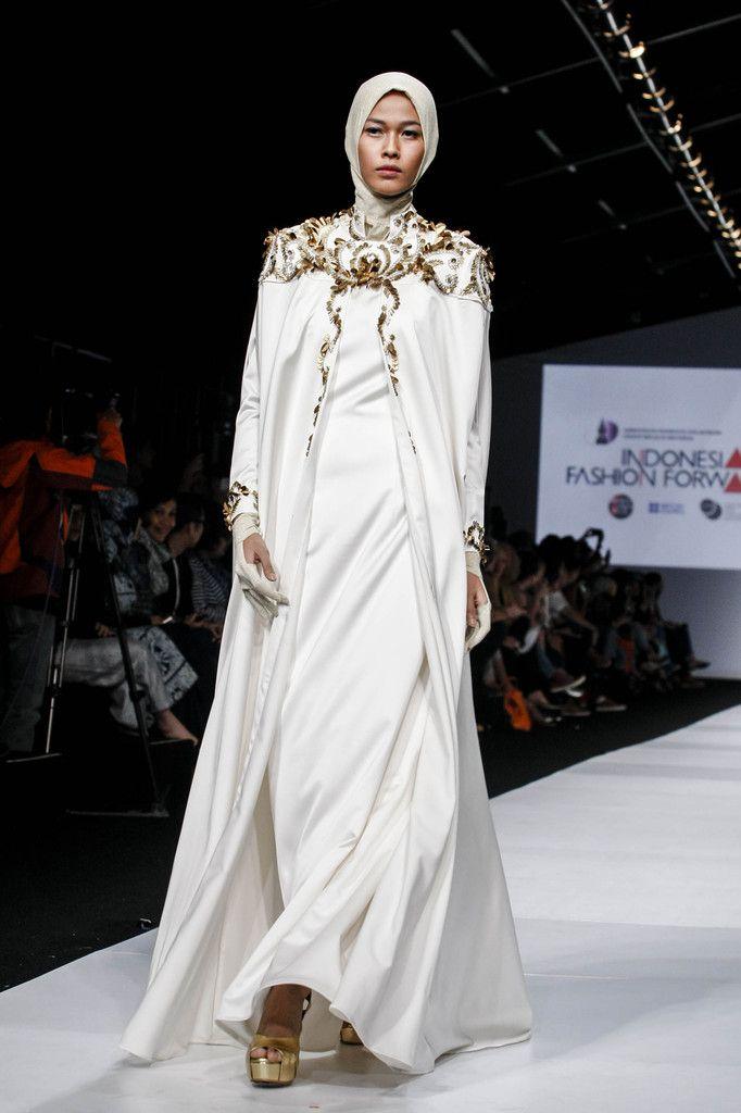 http://www.zimbio.com/pictures/DUnRicZ4YC_/Jakarta Fashion Week 2015 Day 1/tctNporHGDj