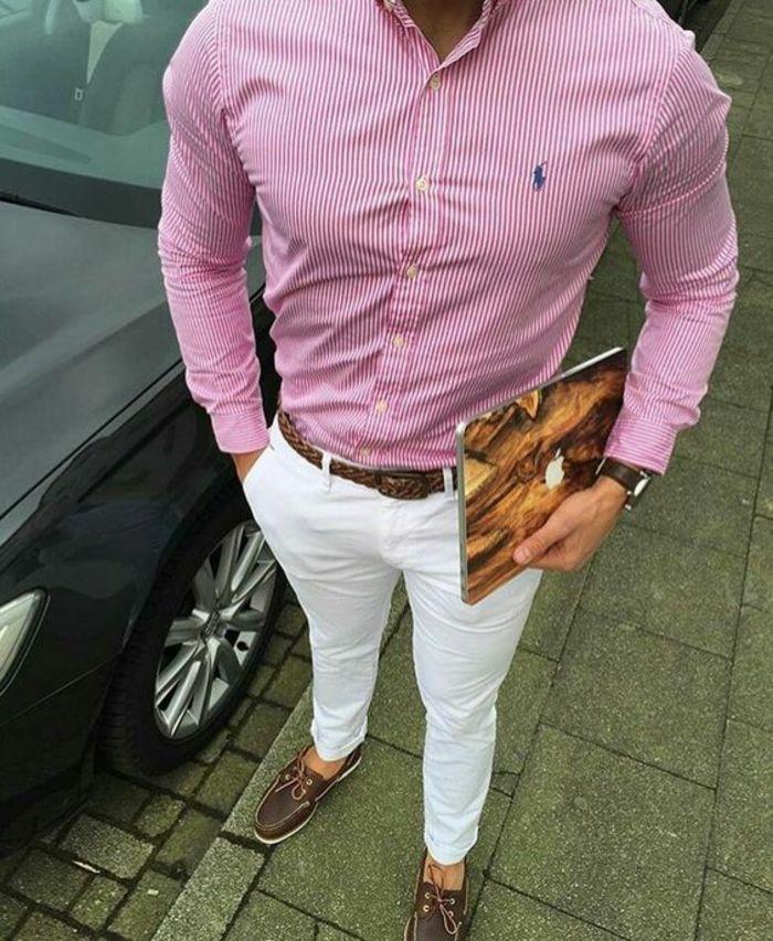 chemise rose a rayures verticales blanches marque Ralph Lauren, tenue homme  chic, pantalon blanc cigarette, avec ceinture marron, mocassins marron et  blanc 34afbaa8640