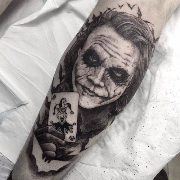 Tattoos #04: 25 Novas Imagens da Cultura Pop #tattoo #tatuagem #batman #coringa #joker #dcomics #comicstattoo #tattoogamer #superherotatoo #geektattoo #nerdtattoo #PipocaComBacon