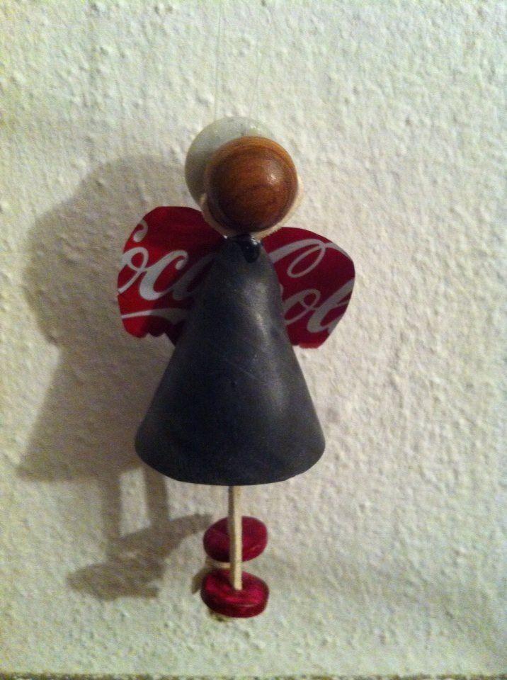 angelo con materiale di riciclo (camera d'aria  lattina di alluminio e bottone)