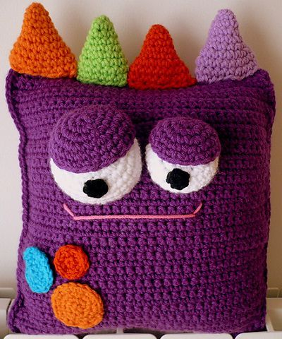 Ché! Crochet es la firma de una creadora argentina llamada Valeria, una tejedora que ha desarrollado un reconocible estilo como diseñadora, especialmente por su personal elección de colores. La cre...