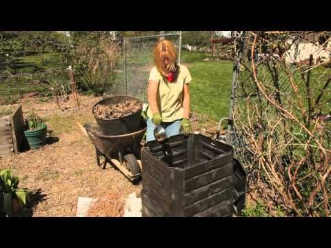 Tricia shares with you how to start your very own compost pile or compost bin. Get more info plus organic gardening supplies at Peaceful Valley, GrowOrganic.com http://www.groworganic.com.   Extra composting facts in our blog posts Composting tips -- how to balance your compost bin http://intheloop.groworganic.com/2011/04/composting-tips-how...
