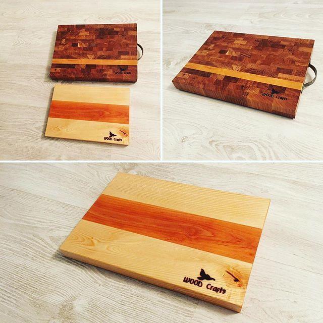 #cuttingboard #woodcrafts #handmade Ещё парочка разделочных досок. Точнее их три, но две одинаковые. На этот раз вставка в торцевой дубовой доске из липы. Получилось вроде неплохо. Ну и вот такая бело-красно-белая доска из липы и ольхи.