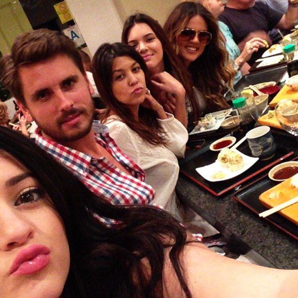 Kylie Jenner, Scott Disick, Kourtney Kardashian, Kenndall Jenner and Khloe Kardashian Odom behind the scenes of Keeping Up With the Kardashians. #KUWTK