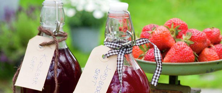 Tar du bryet med å lage din egen saft av sesongens bær, får du en saft som er fri for tilsetningsstoffer. Saften er også en flott basis for dessertsauser til f.eks. riskrem og puddinger utover høsten og vinteren.