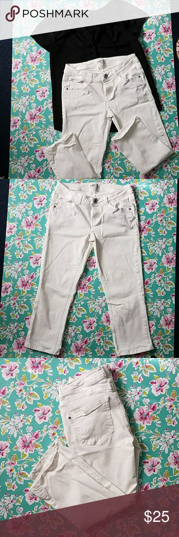 "LAST CHANCE ** Capris-Jolt- size 3 Final price Jolt- White- Size 3- capri- Skinny leg. Great condition.gently worn. Waist: 14"" Inseam: 21"" Any questions please feel free to ask.  Thank you for visiting Poshmark closet. Jolt Jeans Ankle & Cropped"