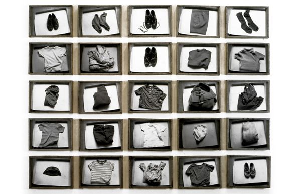 "Photo Gallery : Christian Boltanski – Selected Past Works : Park Avenue Armory - ""Les habits de François C"", 1971"