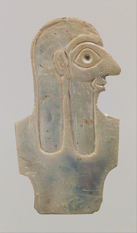 Shell inlay depicting male torso, Early Dynastic IIIa, ca. 2600–2500 B.C.E., Mesopotamia, Sumerian