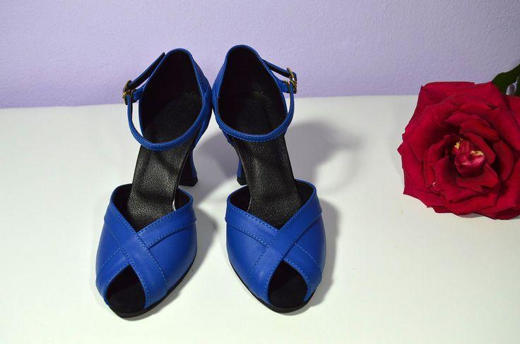Svatební i společenské boty retro styl Model Alice T-styl. Exkluzívní kůže royal blue - královská modrá svatební boty, svatební obuv, svadobné topánky, svadobná obuv, obuv na mieru, topánky podľa vlastného návrhu, pohodlné svatební boty, svatební lodičky, svatební boty na nízkém podpatku, nude boty, boty v telové barvě, svatební boty na nízkém podpatku, balerínky, pohodlné svatební boty, Retro svadobné topánky kráľovská modrá