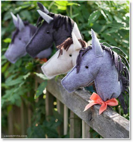 stick horses ♥ http://felting.craftgossip.com/2014/02/19/diy-felt-stick-horses/
