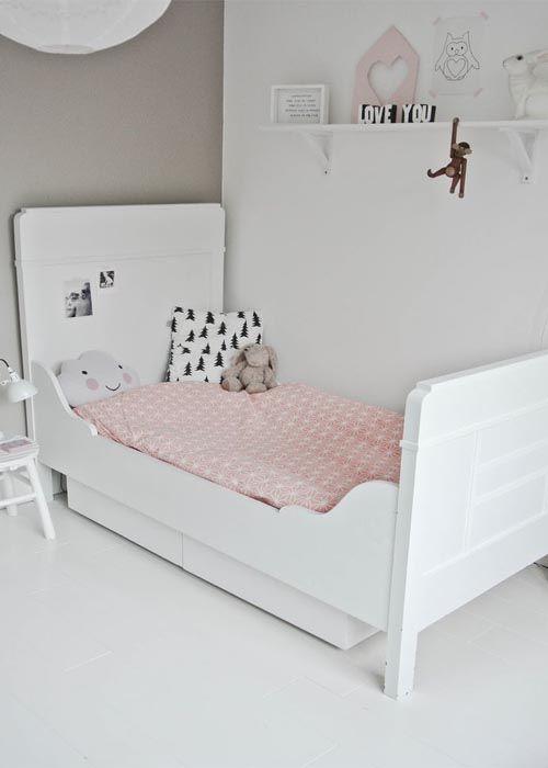 simple and sweet kids room