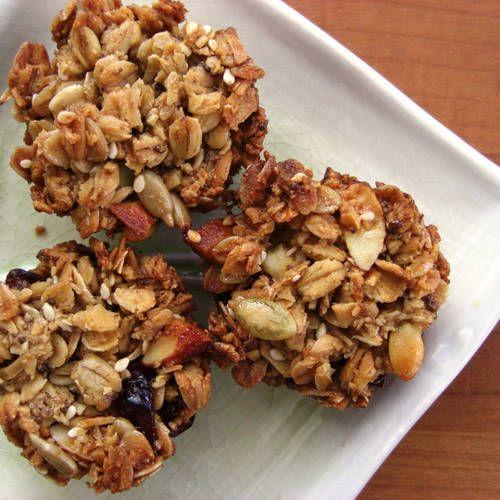 Breakfast cookies Rens: 2 bananen,120g havermout, 2el cacaopoeder, 1tl vanillepoeder, 1el rozijnen,1el kokosrasp - oven 180C, prak banaan, meng met de rest, schep 1 el op bakplaat per koek, druk plat, 15 min oven.