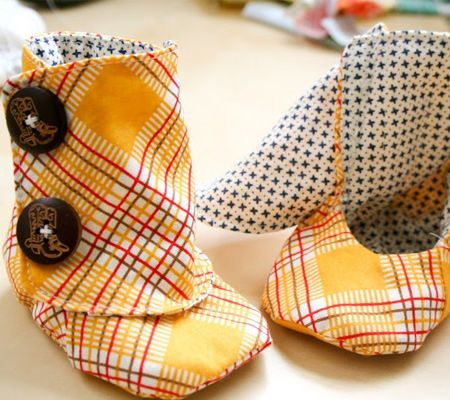 DIY Baby Booties Pattern - the link is bad but what a great idea. It would be so easy to get a baby foot in these. So many manufacturers forget to include functionality when it comes to baby clothes. My fave are the the little shirts that don't fit over their heads. Really? What kind of pin head mannekin are you working with?